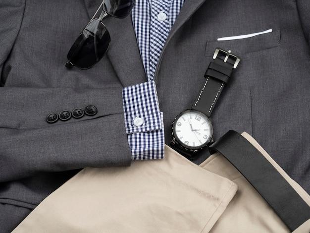 Moda criativa para homens conjunto de roupas casuais e acessórios. vista plana, vista superior