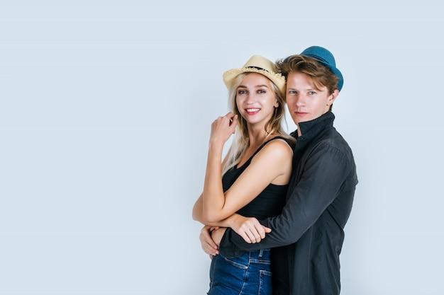 Moda de casal engraçado juntos