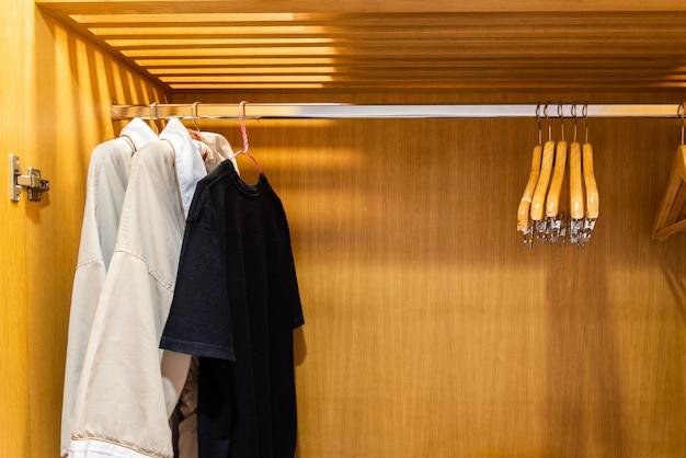 Moda de guarda-roupa e fundo do conceito de casa