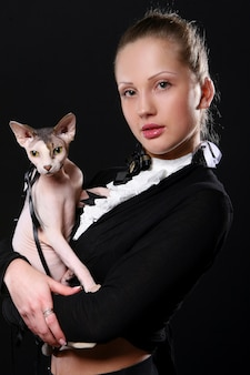 Moda e mulher jovem moderna
