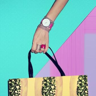 Moda estilo baunilha. acessórios de verão glamoroso. jóias e relógios senhoras.