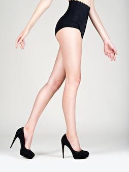 Moda feminina de salto alto legs, calcinha preta - estúdio