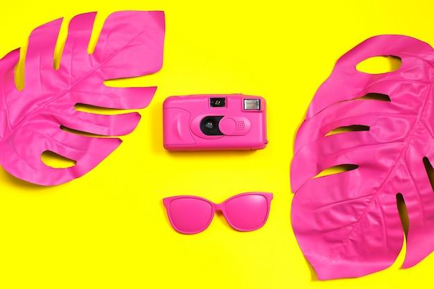 Moda film camera e óculos de sol