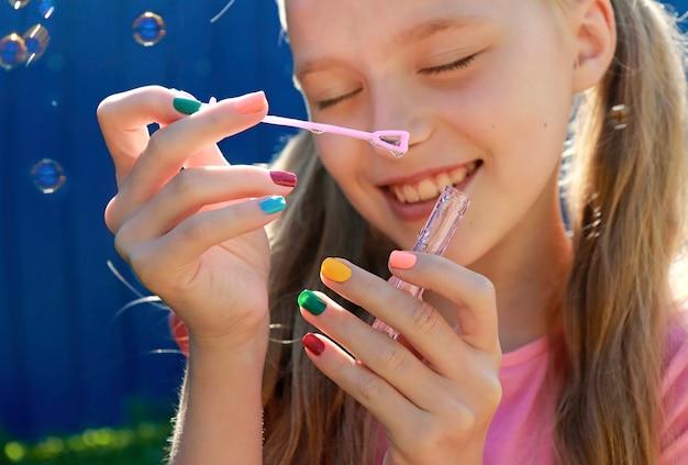 Moda infantil multicolorida unhas arte, desenho de unhas.