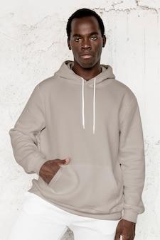 Moda masculina de streetwear com capuz cinza elegante
