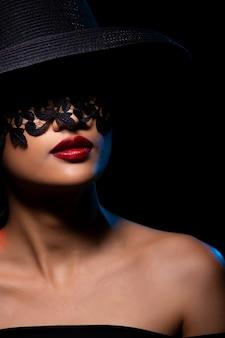 Moda mulher asiática pele bronzeada cabelo preto lindos