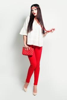 Moda mulher de vermelho