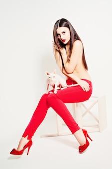 Moda mulher paixão corpo bonito sapatos vermelhos salto alto