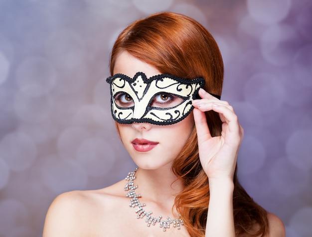 Moda mulheres com máscara.