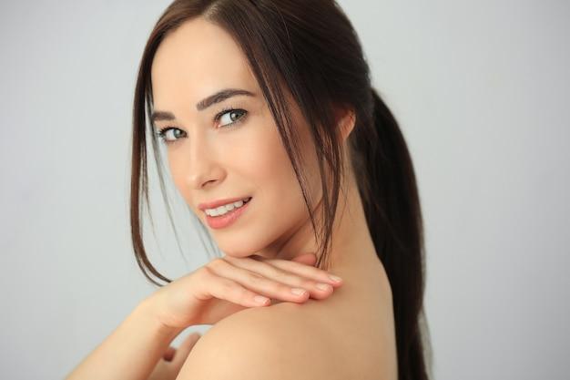 Modelo de beleza posando em close-up