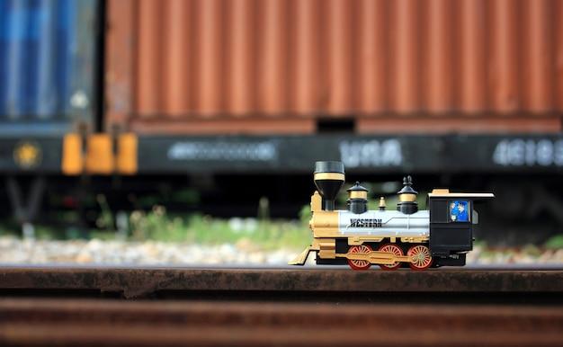 Modelo de brinquedo de trem vintage.