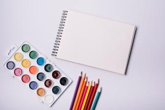 Modelo de capa de bloco de notas com o conceito de artista