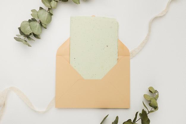 Modelo de cartão de convite de casamento lindo