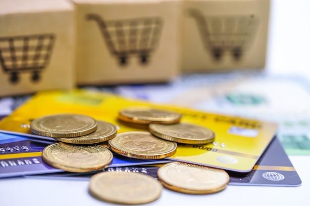 Modelo de cartão de crédito e moedas com caixa de carrinho de compras, desenvolvimento financeiro, contabilidade, estatística, investimento análise de dados de pesquisa, escritório de economia empresa de negócios bancário