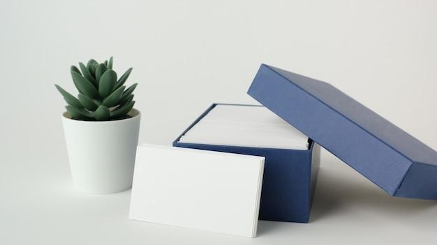 Modelo de cartão de visita branco