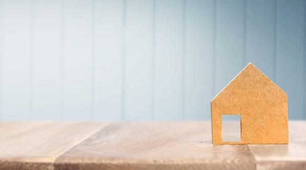 Modelo de casa de madeira em madeira