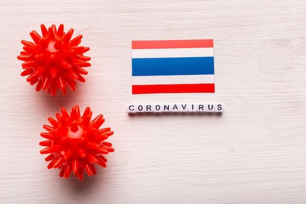 Modelo de cepa de vírus abstrato de coronavírus da síndrome respiratória do oriente médio 2019-ncov ou coronavírus covid-19 com texto e bandeira tailândia em branco