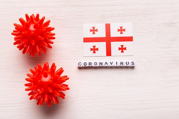 Modelo de cepa de vírus abstrato de coronavírus de síndrome respiratória do oriente médio 2019-ncov ou coronavírus covid-19 com texto e bandeira geórgia em branco