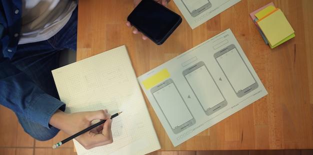 Modelo de desenho de designer gráfico masculino da interface do usuário