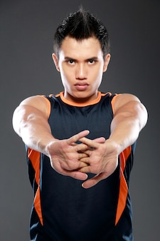 Modelo de esportes fitness masculino