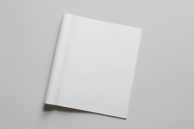 Modelo de folheto sobre fundo branco