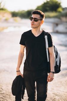 Modelo de homem jovem e bonito