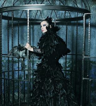 Modelo de moda em vestido de fantasia