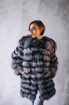 Modelo de mulher demonstrando panos de inverno