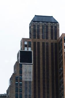 Modelo de outdoor grande na construção na cidade