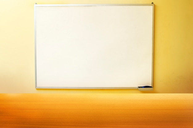 Modelo de quadro branco com visor de mesa