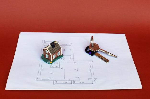 Modelo de uma casa e porta-chaves em um modelo.