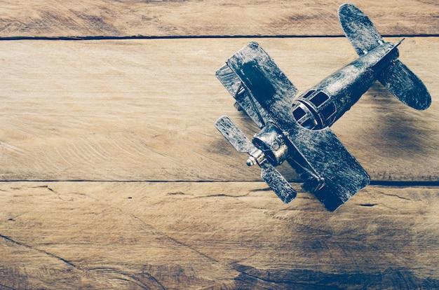 Modelos de avião em pisos de madeira - viagens do país de conceito