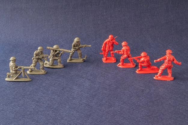 Modelos em escala de cena de batalha de soldados