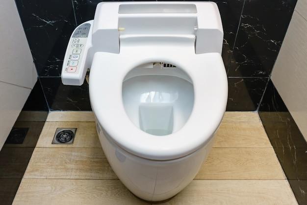 Modern alta tecnologia banheiro com higiene e alta tecnologia do vaso sanitário