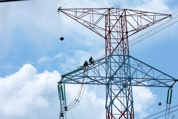 Modificação de instalação de cabos elétricos de alta tensão