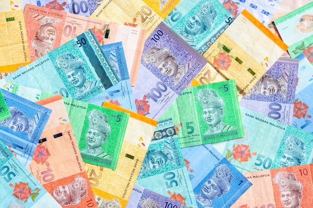 Moeda da malásia de fundo de notas de ringgit da malásia. papel-moeda de um, cinco, dez, vinte, cinquenta e cem notas ringgit. conceito financeiro.