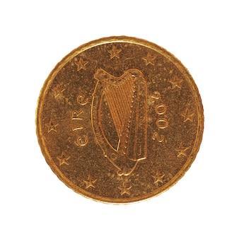 Moeda de 50 centavos, união europeia, irlanda isolada sobre o branco