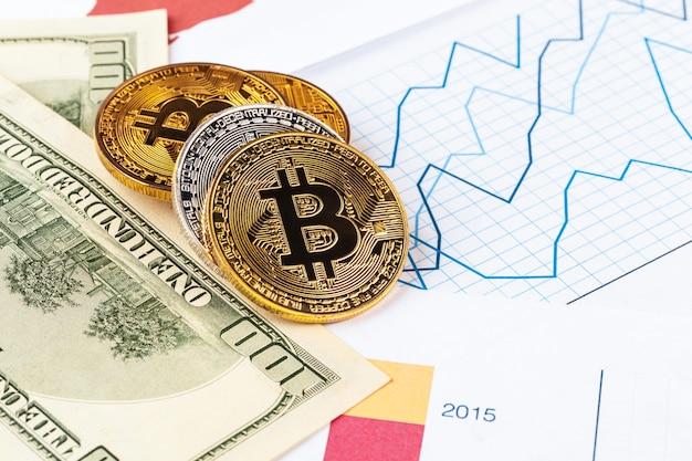 Moeda de bitcoin de ouro e dólares americanos