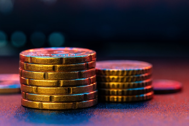 Moeda de euro no gráfico de ações. conceito de investimento financeiro. fechar-se.
