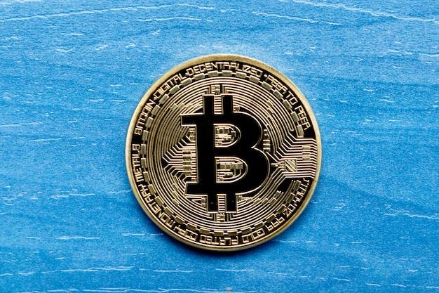 Moeda de ouro bitcoin close up