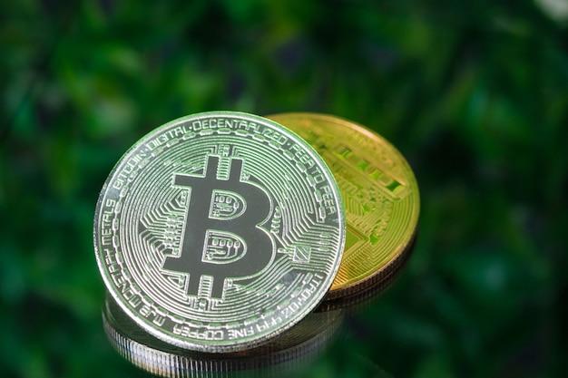 Moeda digital bitcoin na cena verde