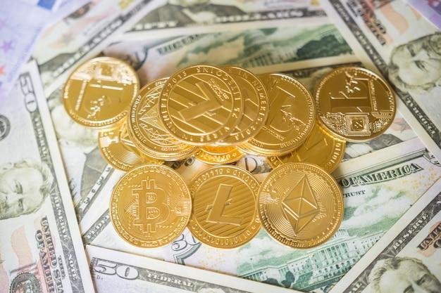 Moeda digital. criptomoeda. moedas de ouro com símbolo de bitcoin, litecoin e ethereum. Foto Premium