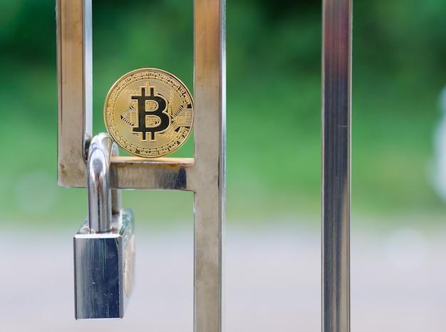 Moeda digital de bitcoin de ouro físico