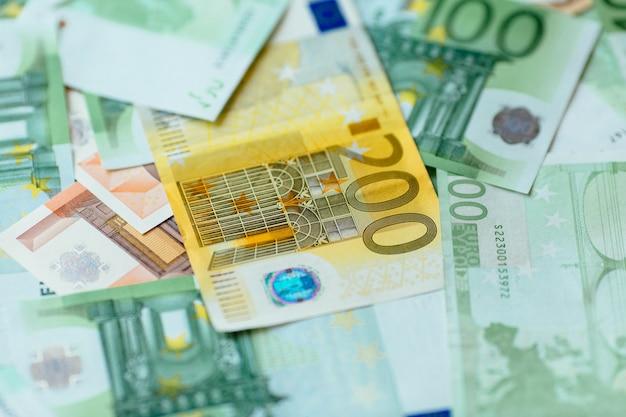 Moeda do euro. euro close up do dinheiro. fundo de notas de euro.