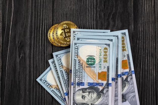 Moeda dourada de bitcoin em dólares americanos