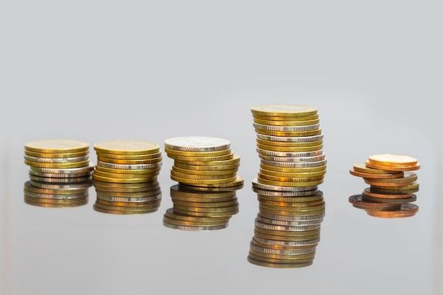 Moedas da moeda, fim acima das moedas do baht tailandês.