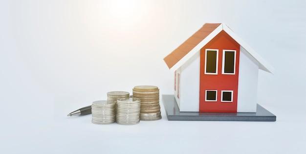 Moedas de dinheiro, empréstimos imobiliários, finanças, investimentos, negócios