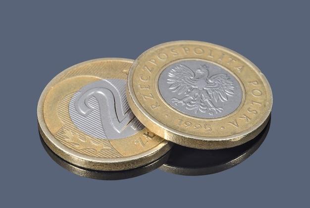 Moedas de dois zlotys poloneses de perto