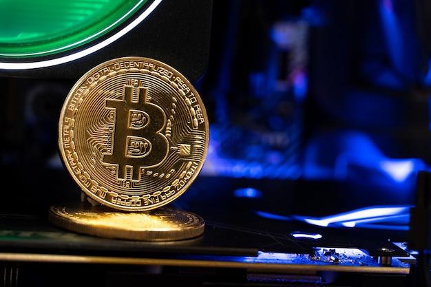 Moedas de ouro bitcoin em um gpu. o futuro do dinheiro.