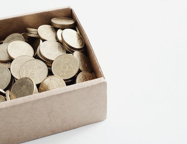 Moedas em uma caixa